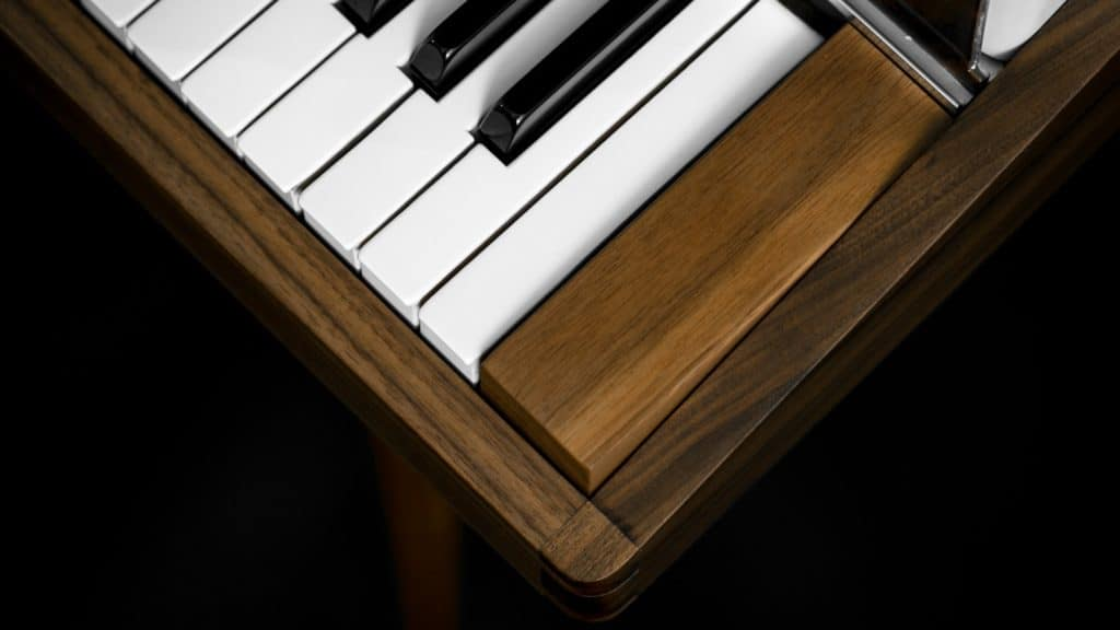 vintage-vibes-walnut-rhodes-wood