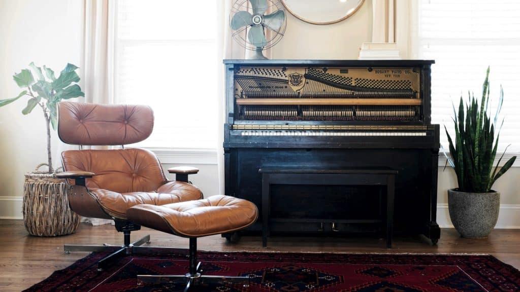 Klavier gebraucht kaufen (Bildquelle: Lauren Mancke-96341 / unsplash.com)