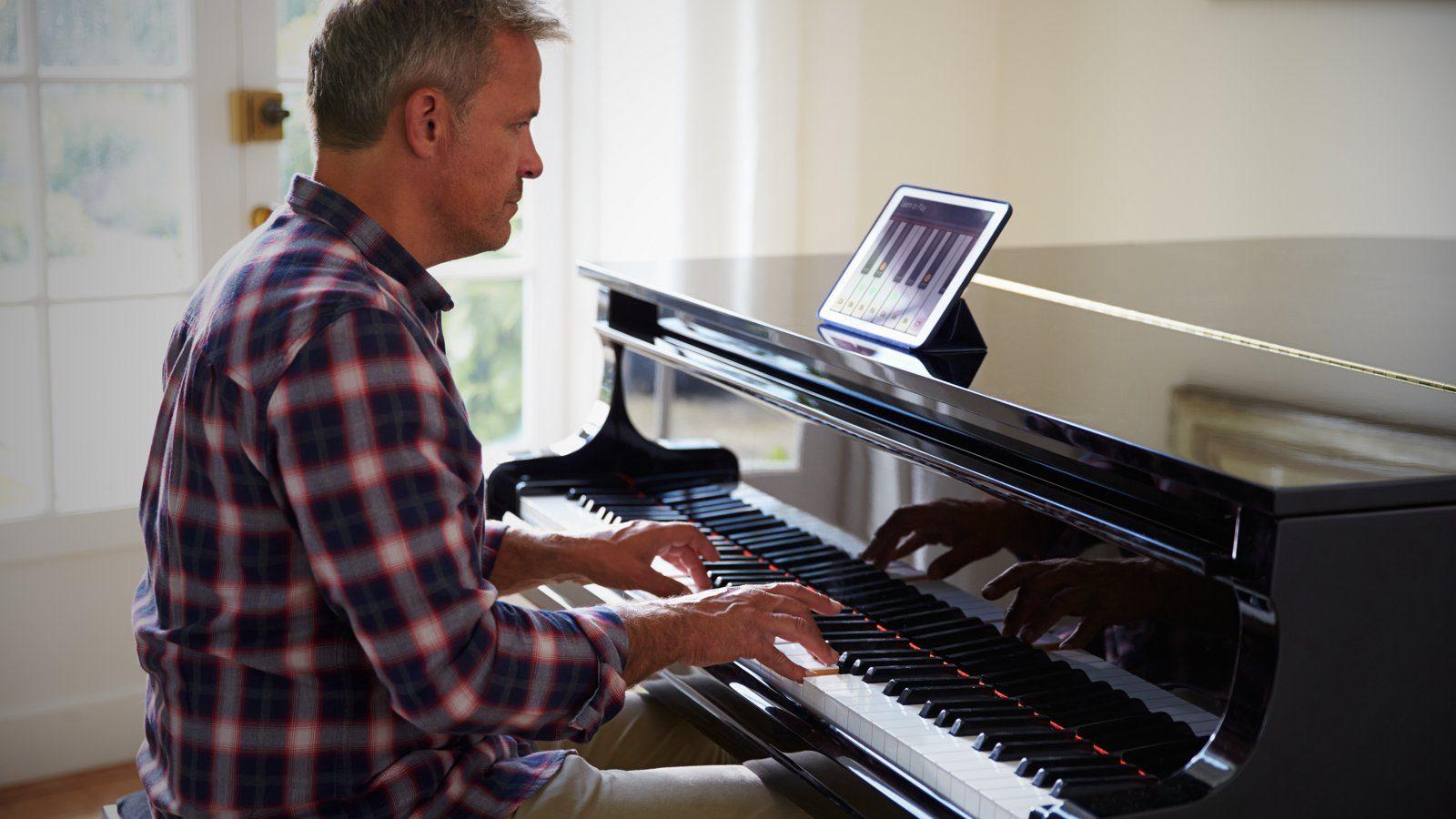 Online Klavier lernen (Bildquelle: shutterstock.com)