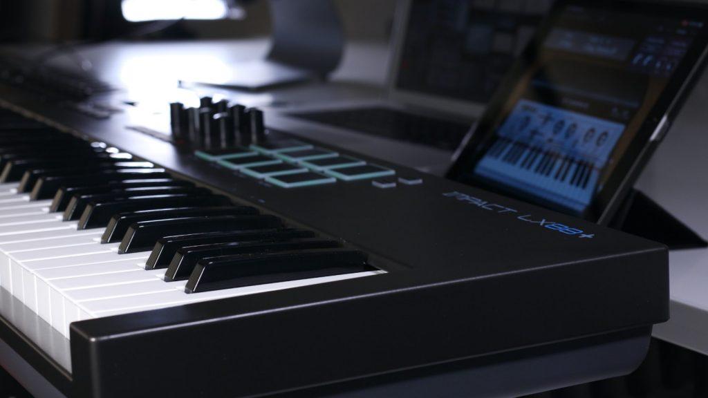 Masterkeyboard mit Piano-Tastatur: Nektar Impact 88+