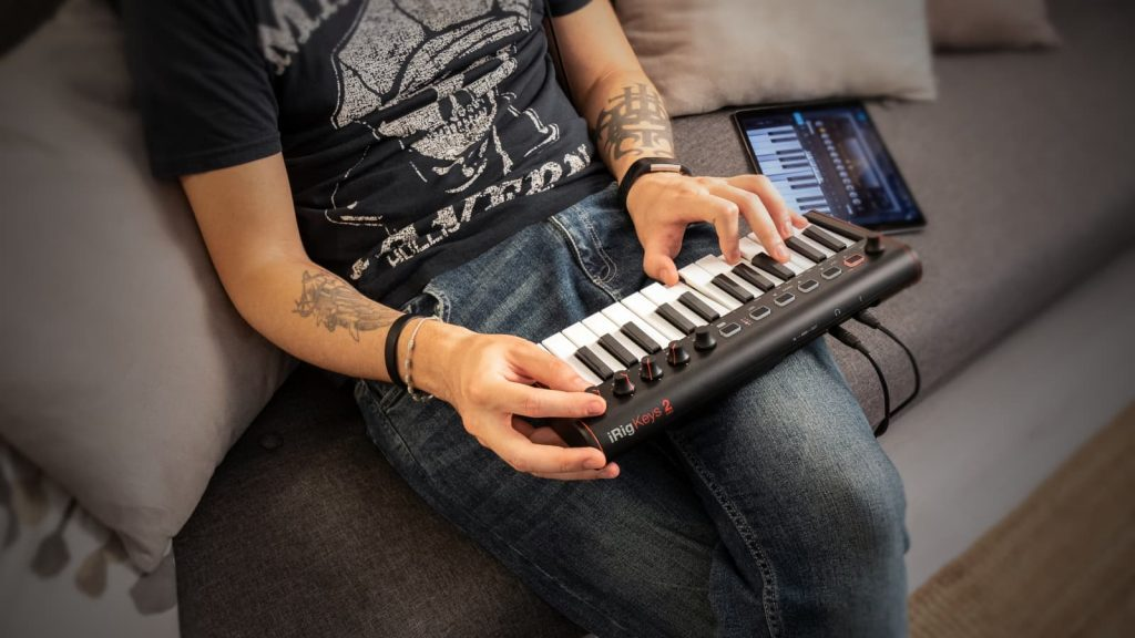 IK Multimedia iRig Keys 2 mini - USB-MIDI-Controller mit integriertem Audio/MIDI-Interface (Bildquelle: IK Multimedia)
